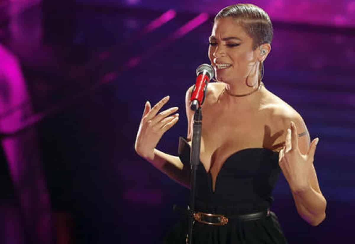 Sanremo 2021, Elodie canterà da sola? Positiva una delle otto ballerine della cantante