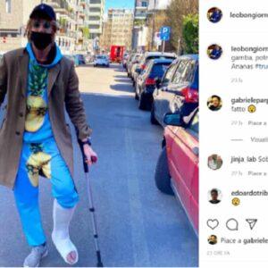 Leonardo, figlio di Mike Bongiorno ha un incidente con il motorino e si frattura una gamba
