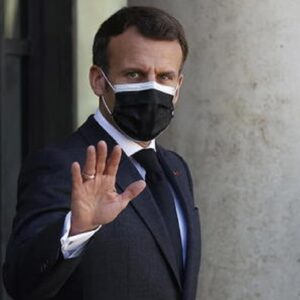 "Francia, Macron parla alla nazione: ""Tutto il Paese in zona rossa. Variante inglese epidemia nell'epidemia"""