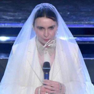 """""""Madame satanista"""", l'ultima follia social per un gesto della cantante Sanremo 2021"""