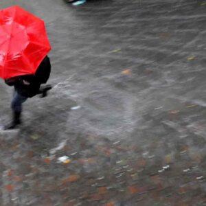 Maltempo e freddo, previsioni meteo weekend: la primavera anticipata lascia il posto a pioggia e vento
