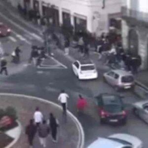 Maxi rissa Gallarate, 17 arresti (15 minorenni): vendetta con mazze da baseball e catene per una rissa a Cassano Magnago
