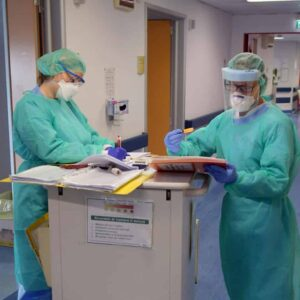 Premio Nobel per la pace a medici e infermieri italiani, la proposta c'è, ma dallo Stato italiano niente medaglia