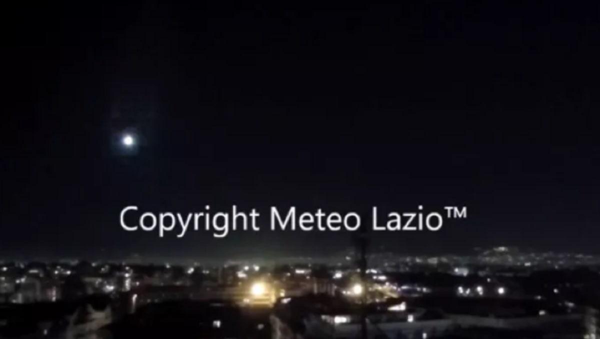 Meteora su Roma lunedì 15 marzo: un bolide luminoso illumina il cielo della Capitale VIDEO