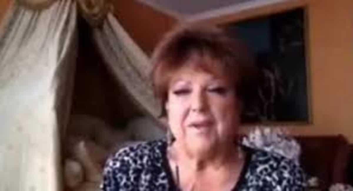 """Orietta Berti e la gaffe in diretta Facebook: """"Mi piacerebbe cantare con i Naziskin"""" VIDEO"""