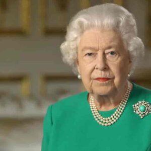 """Regina Elisabetta comunicato, risposta da vera signora a Meghan Markle e Harry: """"Ci dispiace, vi vogliamo bene"""""""