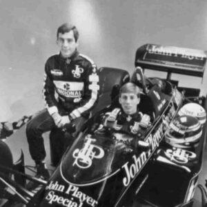 Johnny Dumfries è morto, l'ex pilota della Lotus aveva 62 anni. Fu compagno di squadra di Senna