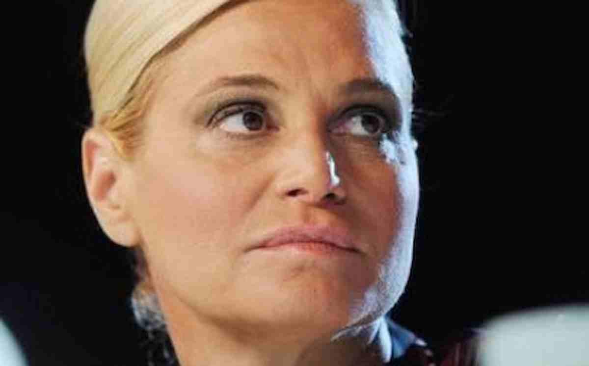 Sanremo 2021, Simona Ventura ha il Covid: salta il ritorno all'Ariston 17 anni dopo sua conduzione