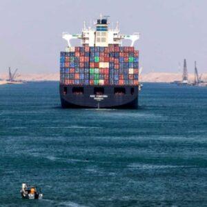 Nave container blocca il Canale di Suez: arenata sul fondo, serviranno giorni per riaprire il canale FOTO