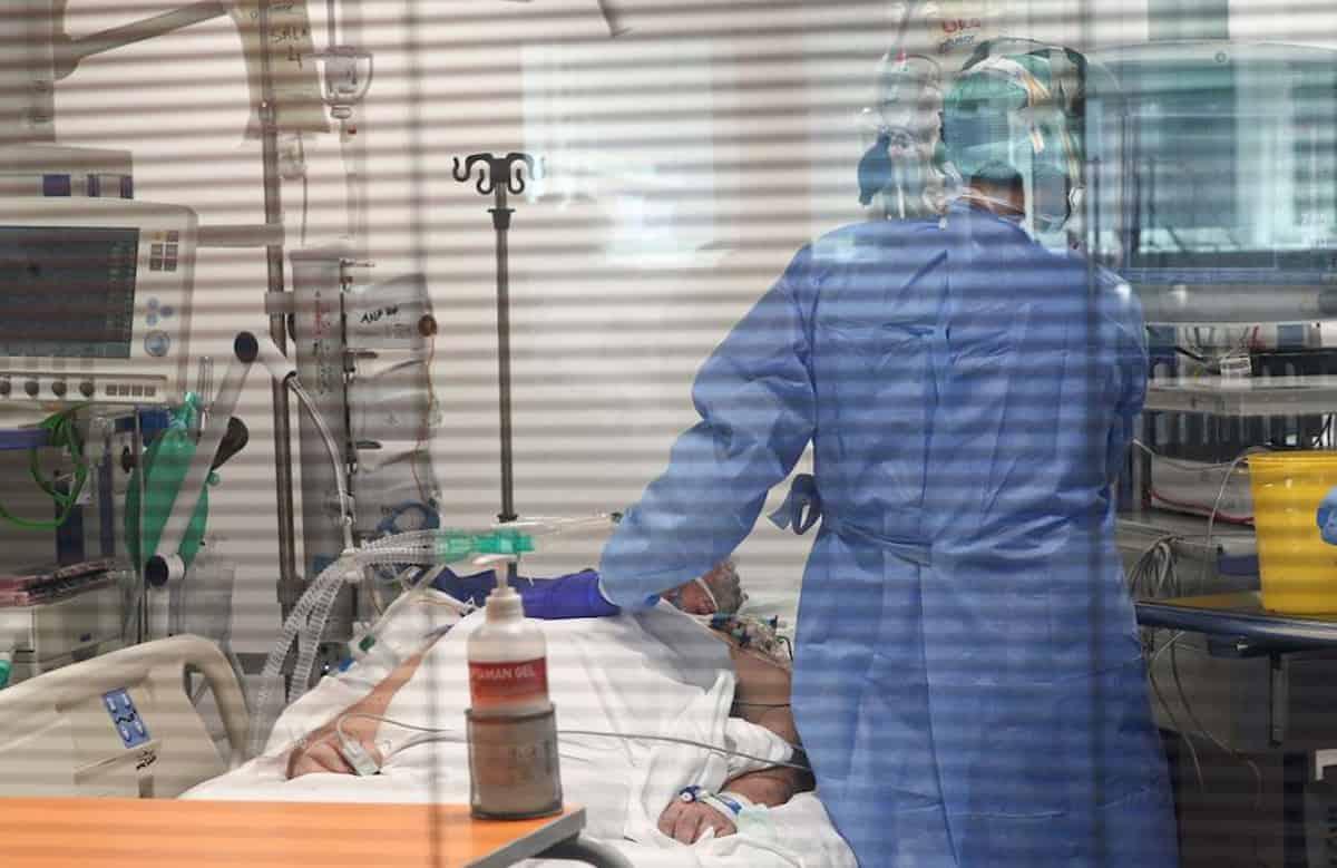 Terapie intensive comandano: si riapre a maggio, a velocità vaccini. La bugia poco pietosa dell'aperto in sicurezza