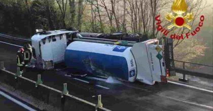 Incidente Atripalda raccordo A3 Avellino-Salerno: si ribalta autocisterna, trasportava ossigeno all'ospedale di Bari