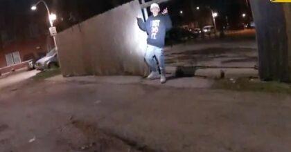Adam Toledo, 13 anni, ucciso a Chicago dalla polizia con le mani alzate: il video della bodycam dell'agente