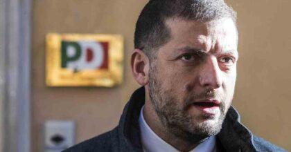 """Andrea Romano, il figlio morto da 2 mesi senza sepoltura e le tumulazioni """"non urgenti"""" per Ama. Raggi solidale"""