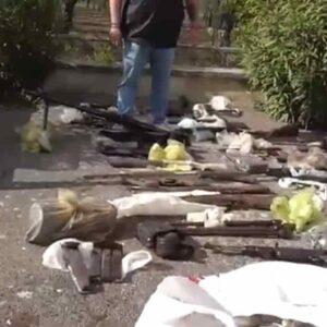 Altamura, arsenale in casa: mitra, bombe a mani, mine anticarro. Il sequestro vicino Bari VIDEO