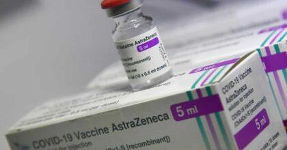 """AstraZeneca, seconda dose diversa in Francia per gli under 55. Ma l'Oms: """"Vaccini non intercambiabili"""""""
