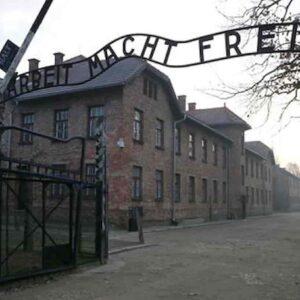 Auschwitz, il club con gli show per Mengele e le SS, tra torture e umiliazioni