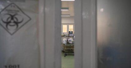 Brasile, mancano i sedativi: pazienti Covid intubati svegli e legati al letto, implorano di non morire