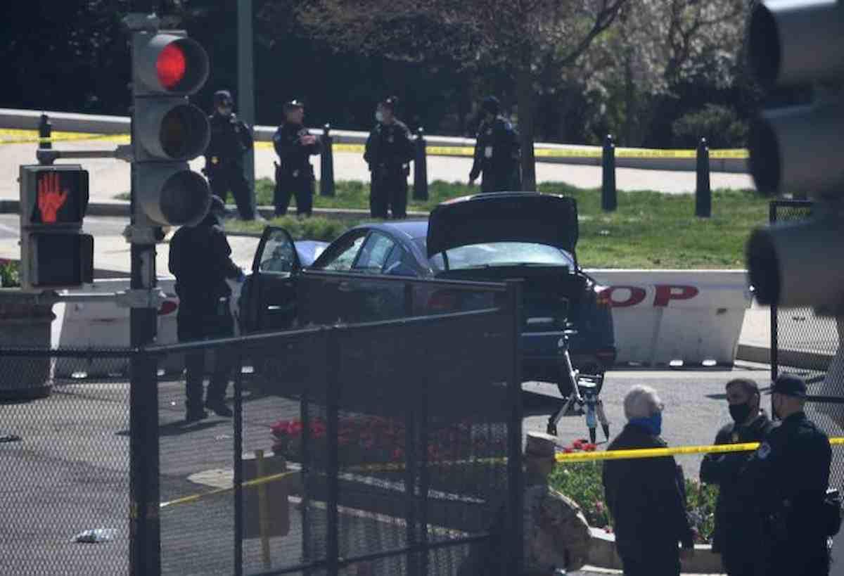 Capitol Hill, VIDEO assalto e identikit dell'aggressore. Un poliziotto morto, l'altro non in pericolo