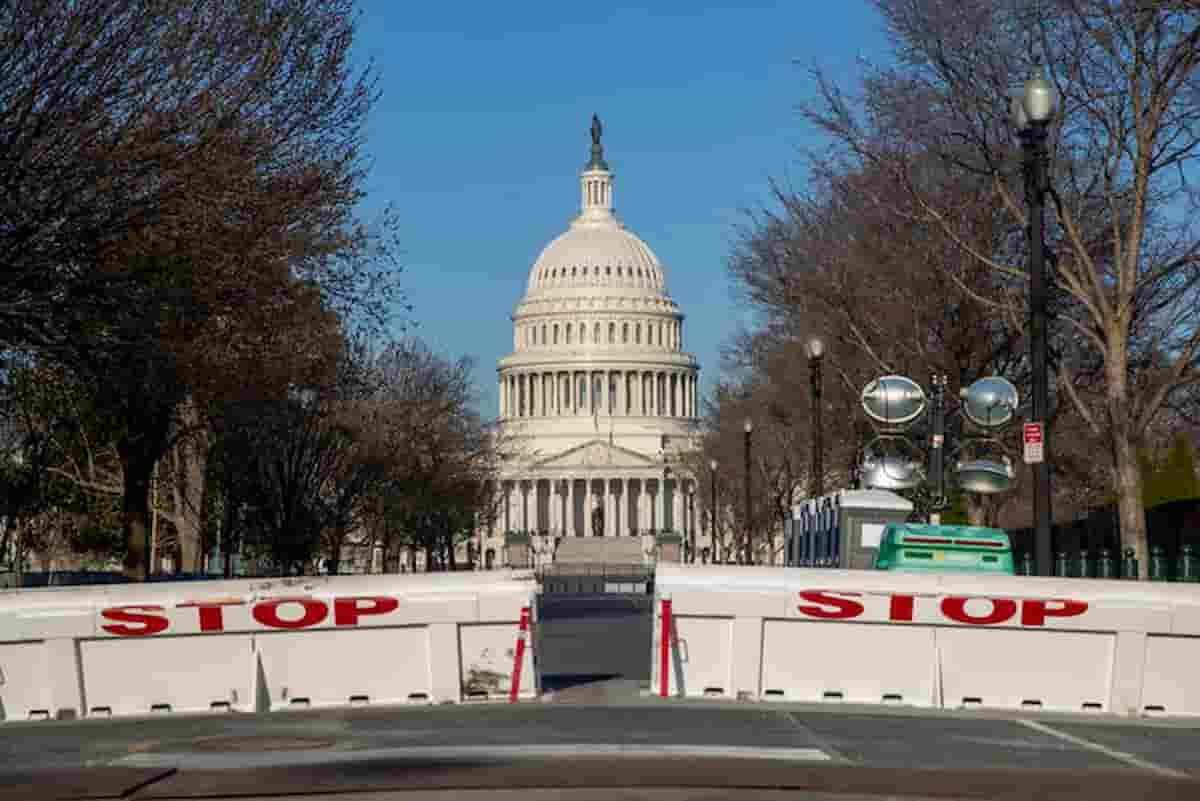 Capitol Hill, auto contro la polizia al Congresso Usa a Washington: due agenti feriti