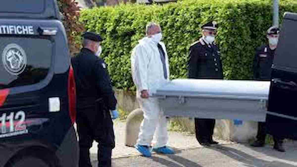 Torino, 90enne trovato morto in casa: ipotesi omicidio, colpito con un coltello da cucina