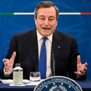 """Vaccini, Draghi alle Regioni: """"Smettete di vaccinare under 60, con che coscienza si saltano le liste?"""""""