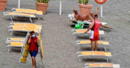 Estate 2021, in spiaggia con le regole del 2020: distanza e mascherine. Le linee guida delle Regioni