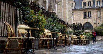 Francia, coprifuoco alle 19 e scuole chiuse: Marcon mette di nuovo tutti in lockdown