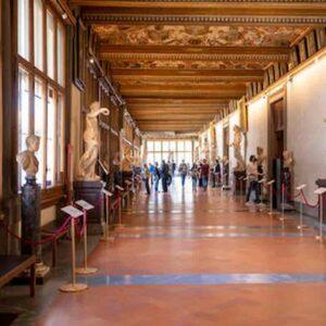 Galleria degli Uffizi, con il restauro scoperti due affreschi, tre scheletri ed un pozzo medievale