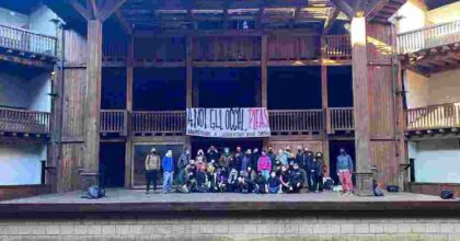 globe theatre occupato, foto facebook