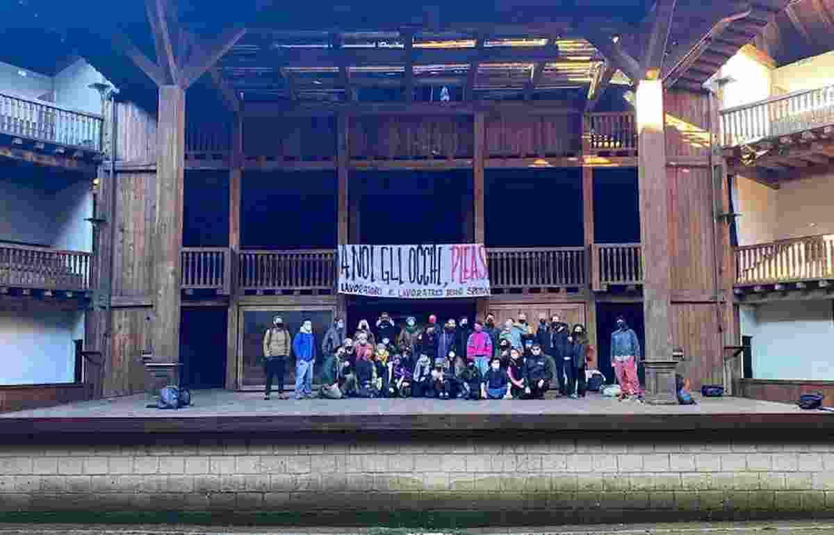 globe theatre occupato, foto facebook