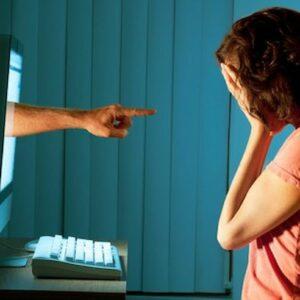 Haters all'attacco sul web, manca una legge che inchiodi le piattaforme e difenda le vittime: donne, deboli, ebrei