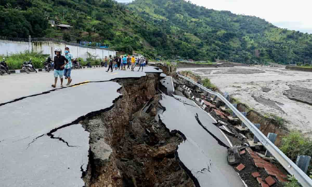 Ciclone in Indonesia fa strage: 160 morti sotto il fango per le inondazioni e le frane