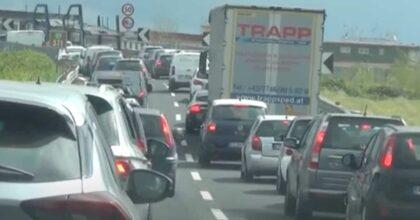 Manifestazione mercatali contro la zona rossa, bloccata la autostrada A1 Napoli-Roma (e anche De Luca) VIDEO