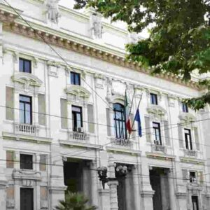 Giovanna Boda tenta il suicidio lanciandosi dal balcone: il dirigente Miur è indagata per corruzione