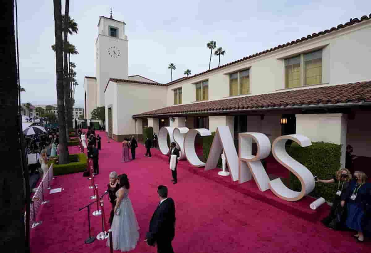 Oscar 2021, vincitori di tutte le categorie: Her batte Laura Pausini, Nomadland vince tre premi
