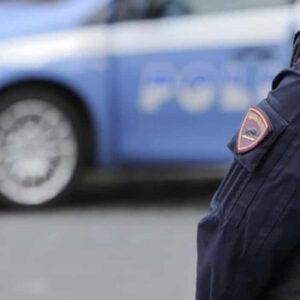 Minturno, poliziotti aggrediti alla stazione dopo un inseguimento: avevano sventato un'estorsione in flagranza