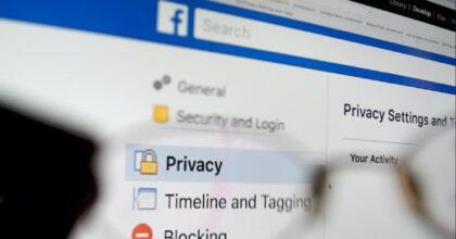 Furto dati su Facebook: numero di telefono e mail resi pubblici, occhio all'assenza di segnale