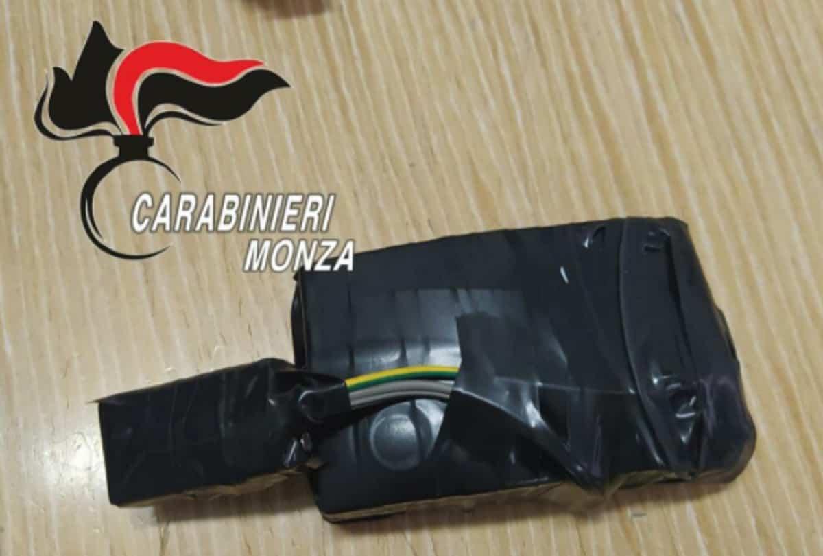 Cesano Maderno, rapina al compro oro con finta bomba: commessa chiama il marito carabiniere