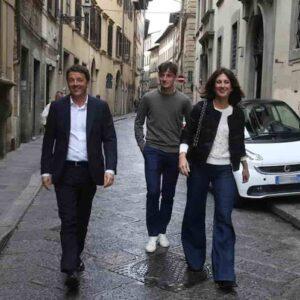 """Renzi: """"Mia moglie Agnese ha preso il Covid nonostante la prima dose del vaccino. Ma serve"""""""