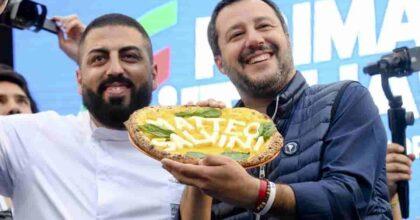 Salvini: voi ideologia, io pizza. Buon senso formato Matteo: contagio di sera? Non lo vedo, quindi non c'è