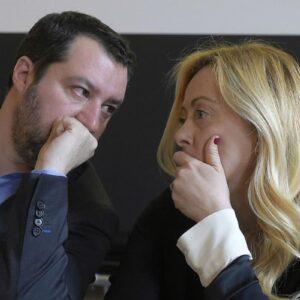 Giorgia Meloni erode il primato di Salvini, l'appoggio al Governo Draghi lo riduce all'impotenza e la Lega soffre