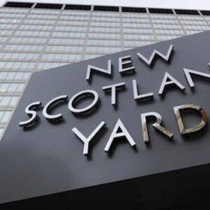 Poliziotto accusato di violenza su due colleghe a Scotland Yard. E un altro è neonazi...
