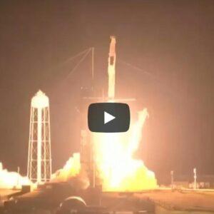 SpaceX, lancio della navetta Crew Dragon riuscito: a bordo 4 veterani e il primo europeo VIDEO