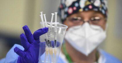"""Vaccino anti Covid, in Usa già si pensa a terza dose: """"Possibile richiamo dopo 9-12 mesi"""""""