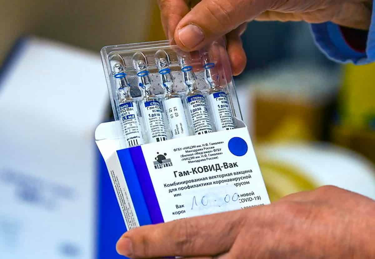 """Vaccino Sputnik, Ue: """"Paesi possono comprarlo in autonomia dalla Russia"""""""