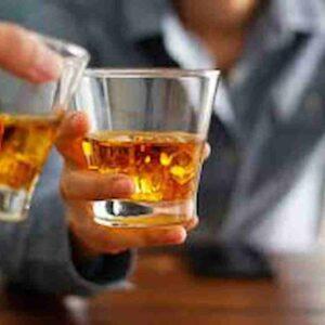 Bere alcol fa male? Due drink al giorno riducono il rischio di morte a causa di malattie cardiovascolari