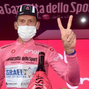 Giro d'Italia, vince la quarta tappa l'americano Joe Dombroski, Alessandro De Marchi sfila la maglia rosa a Gamna