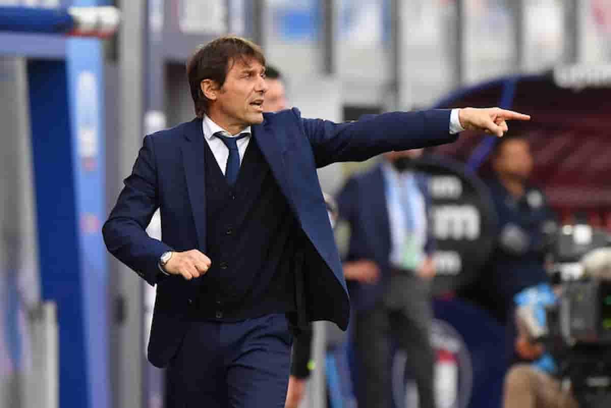 Antonio Conte che fa, resta all'Inter dopo lo Scudetto? Apparentemente è sereno, ma lo conosciamo...