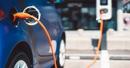 Auto elettriche, una speciale carreggiata per ricaricarle mentre sono in movimento: il progetto della Cornell University