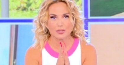 """Barbara d'Urso e la gaffe in diretta a Pomeriggio 5: """"Auguri a Little Tony...."""". Ma è morto"""
